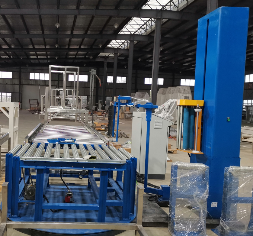 Automatic wrapping machine for palletizing